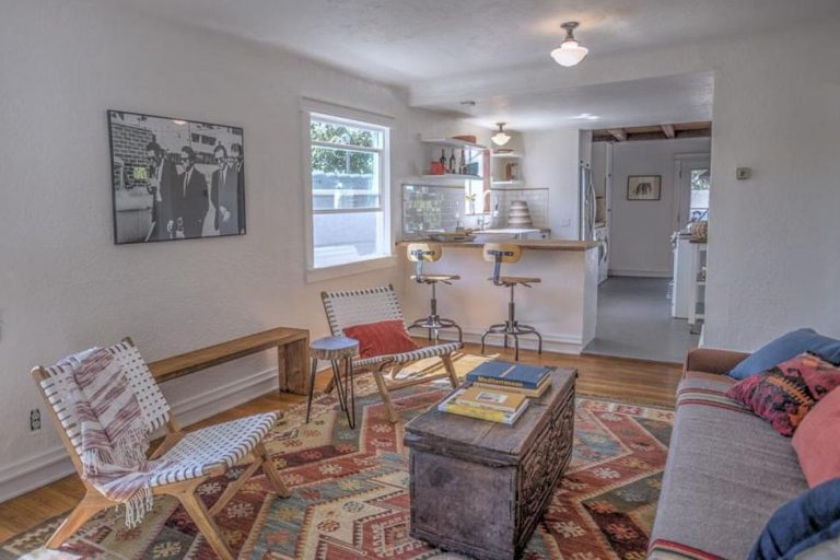 Cute as a Button Bungalow in Highland Park!